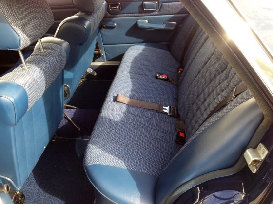 W114 Limo blau 904 Rückbank blau