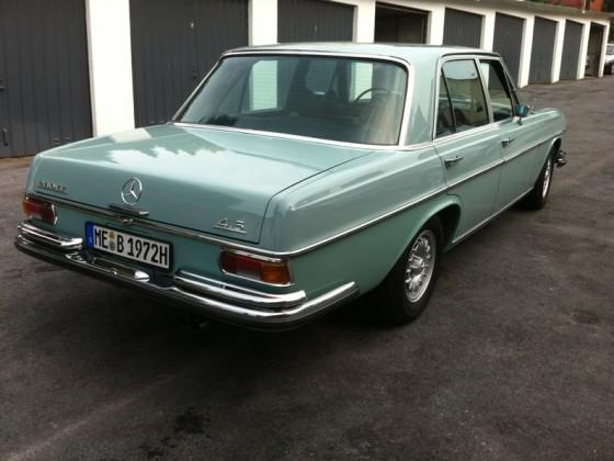 Blauer Benz 4.5