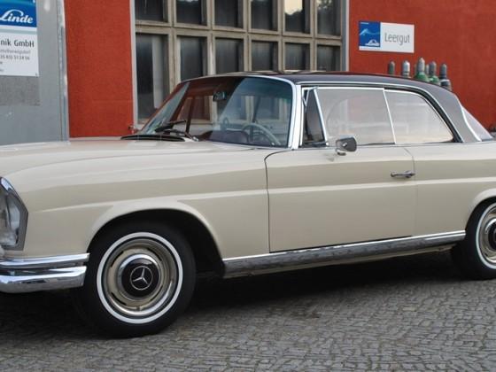 endlich mit Coupe-Stoßstangen (hinten VDH, vorne aus USA) und original Scheinwerfern...